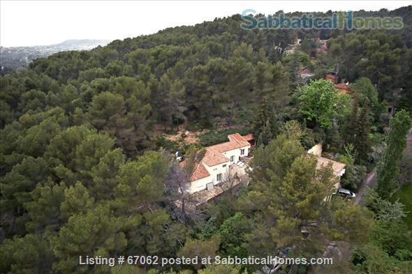 Lovely 3 bedroom - 2 bath home in peaceful setting, 2 miles from the historic center, lovely environment.  Home Rental in Aix-en-Provence, Provence-Alpes-Côte d'Azur, France 2