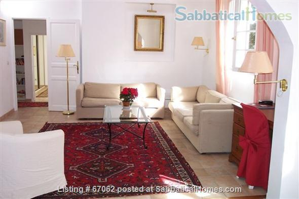 Lovely 3 bedroom - 2 bath home in peaceful setting, 2 miles from the historic center, lovely environment.  Home Rental in Aix-en-Provence, Provence-Alpes-Côte d'Azur, France 0
