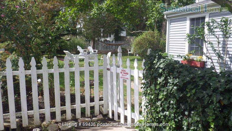 Coastal LITTLE COMPTON ~ Cottage   ~ UTILITIES INCLUDED ~ PET FRIENDLY  Home Rental in Little Compton, Rhode Island, United States 4