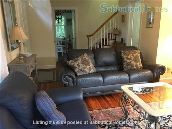 Chapel Hill Treasure on Franklin St - Fully furnished, walk to campus and downtown  Home Rental in Chapel Hill, North Carolina, United States 2