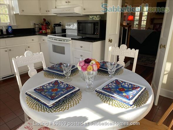 Chapel Hill Treasure on Franklin St - Fully furnished, walk to campus and downtown  Home Rental in Chapel Hill, North Carolina, United States 4