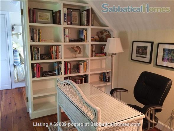 Chapel Hill Treasure on Franklin St - Fully furnished, walk to campus and downtown  Home Rental in Chapel Hill, North Carolina, United States 6