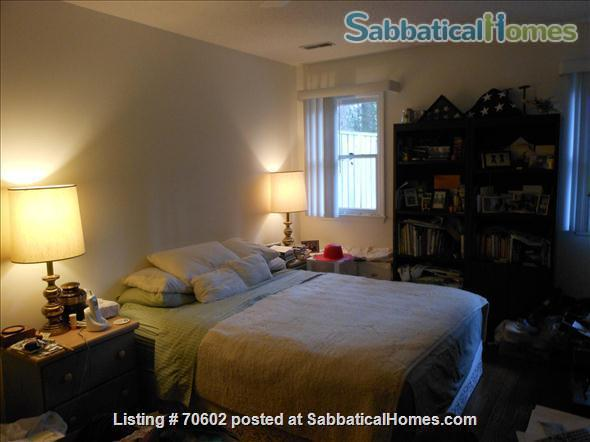 Dream for Working at Home: Quiet, one-story furnished townhouse with 3 bedrooms (master walk-in closet), 2 baths, lovely yard and swing on cul de sac. Home Rental in Chapel Hill, North Carolina, United States 0