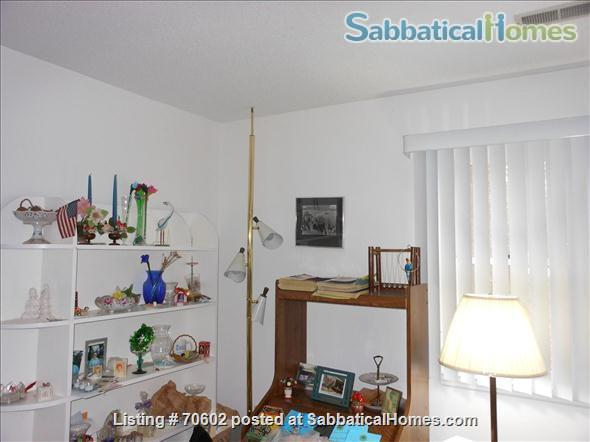 Dream for Working at Home: Quiet, one-story furnished townhouse with 3 bedrooms (master walk-in closet), 2 baths, lovely yard and swing on cul de sac. Home Rental in Chapel Hill, North Carolina, United States 2