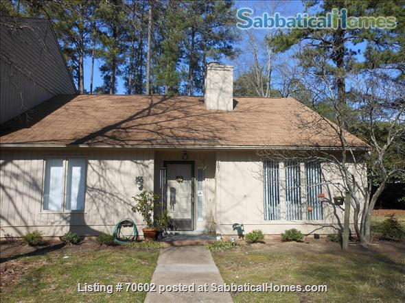 Dream for Working at Home: Quiet, one-story furnished townhouse with 3 bedrooms (master walk-in closet), 2 baths, lovely yard and swing on cul de sac. Home Rental in Chapel Hill, North Carolina, United States 3