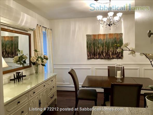 Beautiful Large 2000 SF (195M2)  3 bedroom Apt with large Balcony. Your home away from home in the High Park / Roncesvalles/Bloorwest area  Home Exchange in Toronto, Ontario, Canada 9