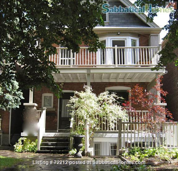 Beautiful Large 2000 SF (195M2)  3 bedroom Apt with large Balcony. Your home away from home in the High Park / Roncesvalles/Bloorwest area  Home Exchange in Toronto, Ontario, Canada 1
