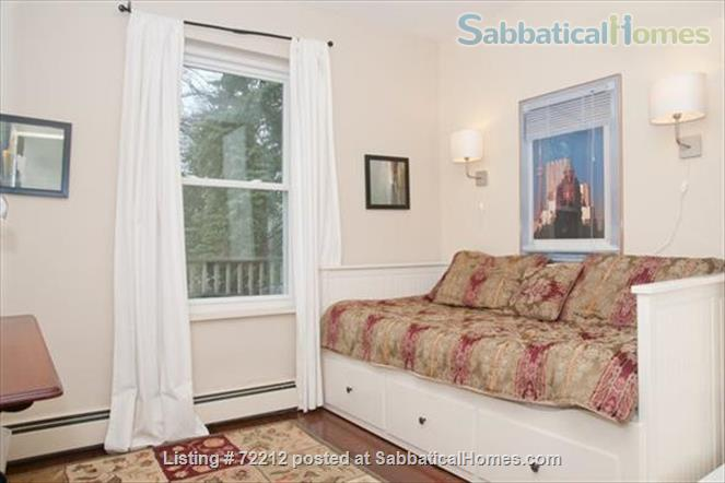 Beautiful Large 2000 SF (195M2)  3 bedroom Apt with large Balcony. Your home away from home in the High Park / Roncesvalles/Bloorwest area  Home Exchange in Toronto, Ontario, Canada 8