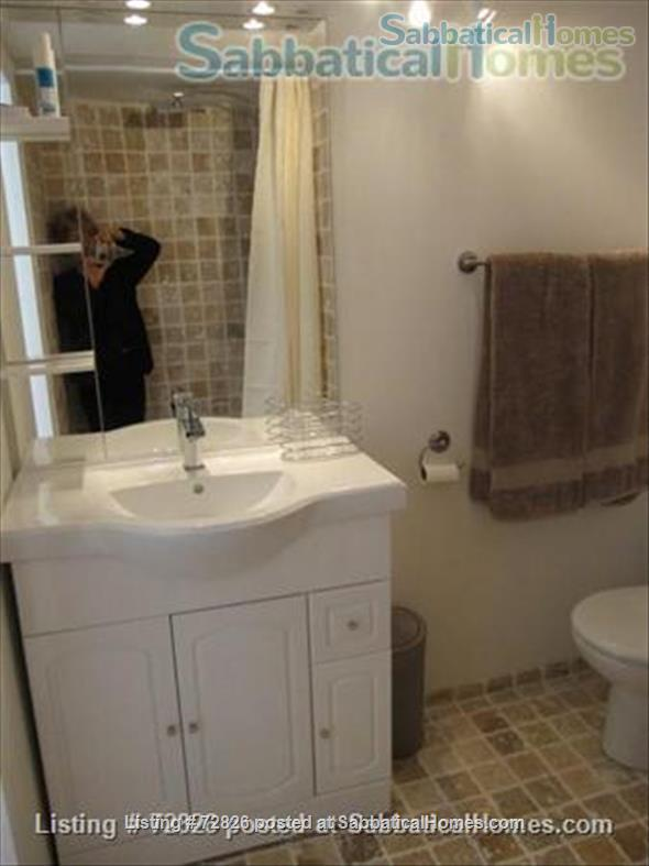 CHARMING, SPACIOUS STUDIO WITH TERRACE IN LOVELY AREA CLOSE TO CENTER Home Rental in Aix-en-Provence, Provence-Alpes-Côte d'Azur, France 6