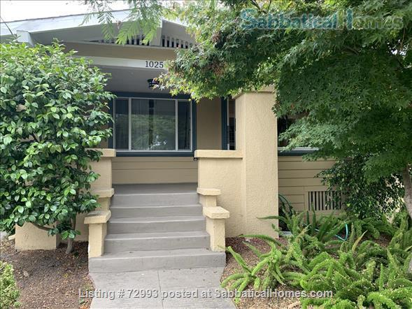 Gorgeous home, close to Berkeley, sunny backyard & parking space Home Rental in Oakland, California, United States 1