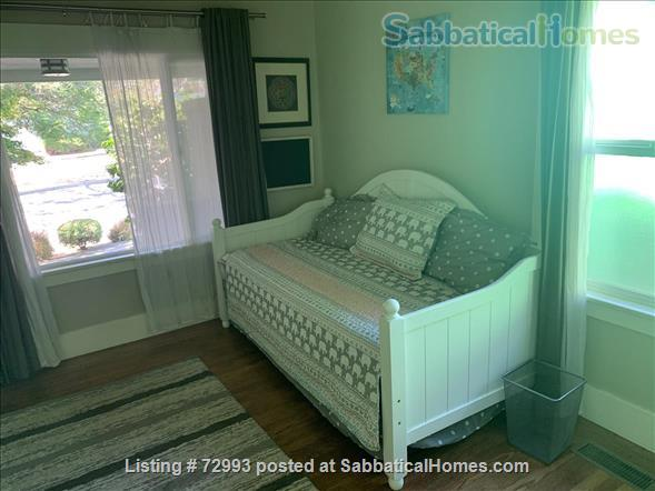Gorgeous home, close to Berkeley, sunny backyard & parking space Home Rental in Oakland, California, United States 3