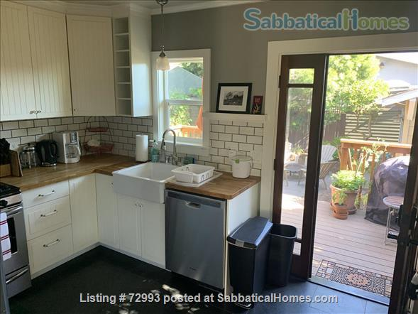 Gorgeous home, close to Berkeley, sunny backyard & parking space Home Rental in Oakland, California, United States 4