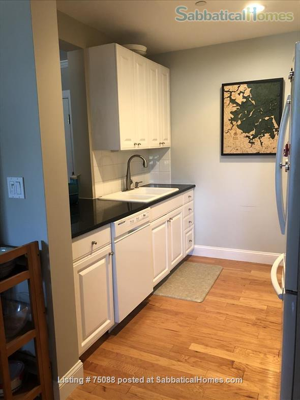 Elegant, furnished one bedroom condo in Charlestown (with indoor parking) within walking distance of MGH, MIT, Harbor Ferry, The Freedom Trail, the North End, Bunker Hill Monument, and everything Boston has to offer. Home Rental in Boston, Massachusetts, United States 4