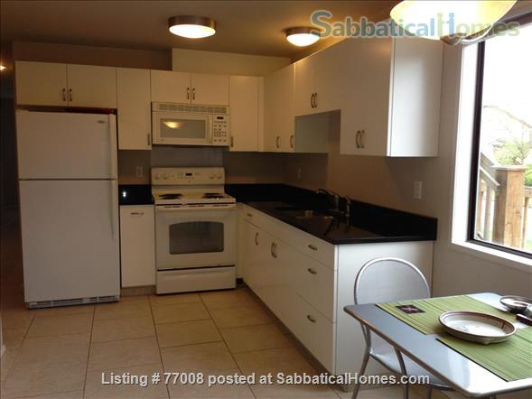 1 -2 Bedroom Wallingford home:  Ideal location.  Walk to Green Lake. FREE Xfinity Wifi  Home Rental in Seattle, Washington, United States 9