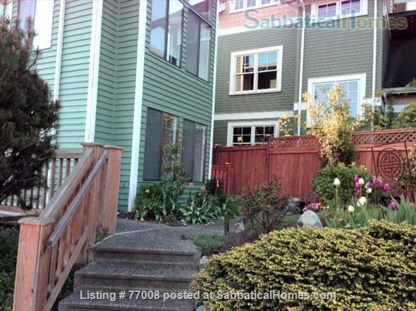 1 -2 Bedroom Wallingford home:  Ideal location.  Walk to Green Lake. FREE Xfinity Wifi  Home Rental in Seattle, Washington, United States 3