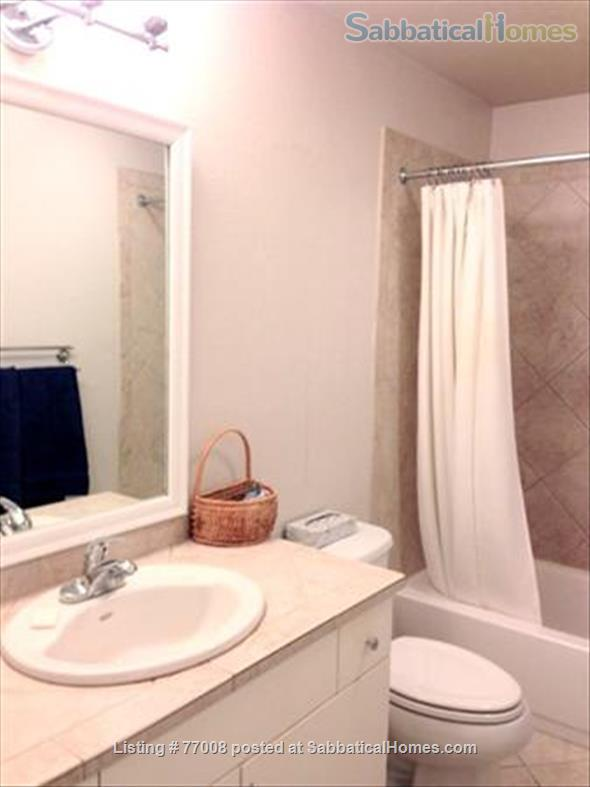1 -2 Bedroom Wallingford home:  Ideal location.  Walk to Green Lake. FREE Xfinity Wifi  Home Rental in Seattle, Washington, United States 8