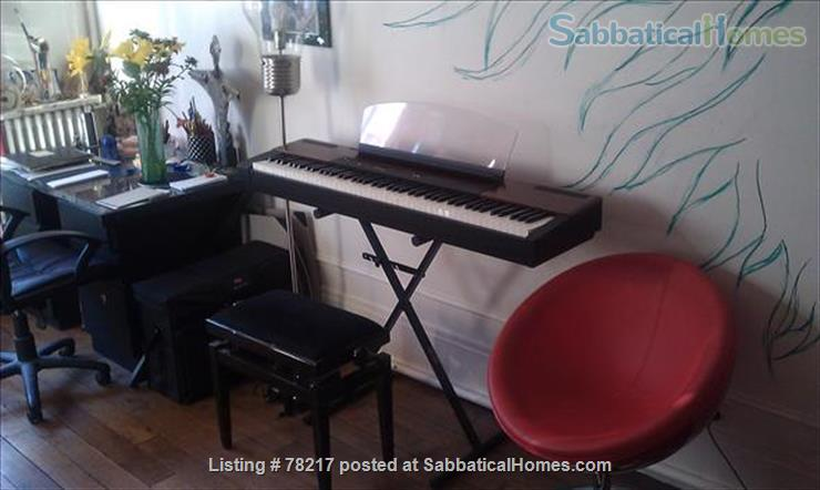 Charming room in lively area of Paris close to Bastille Home Rental in Paris 3