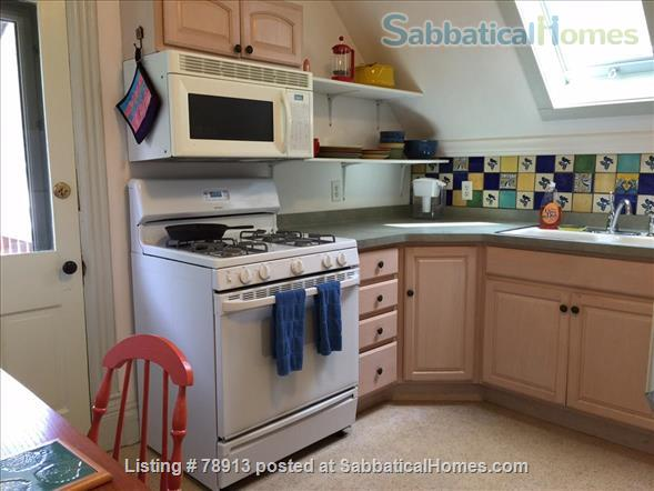 Charming Sunny second floor apartment Home Rental in Madison, Wisconsin, United States 2