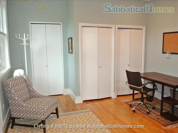 Sunny, furnished 1-bedroom penthouse apartment in Harvard Square with parking and roof deck Home Rental in Cambridge, Massachusetts, United States 6