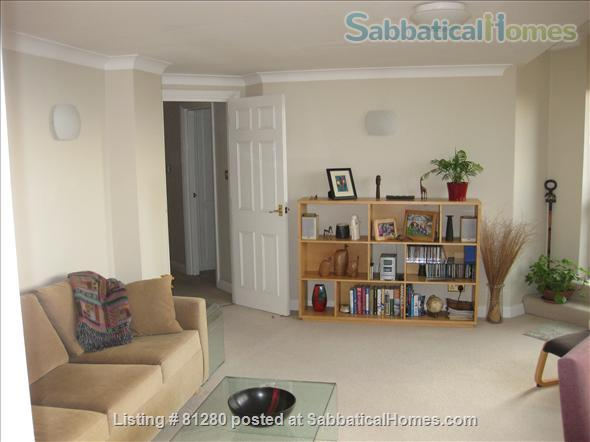 CONTEMPORARY, SECURE, BRIGHT ONE BEDROOM PLUS OFFICE FLAT WITH TERRACE AND SPECTACULAR VIEWS OF LONDON NEAR REGENTS PARK. Home Rental in Greater London, England, United Kingdom 3