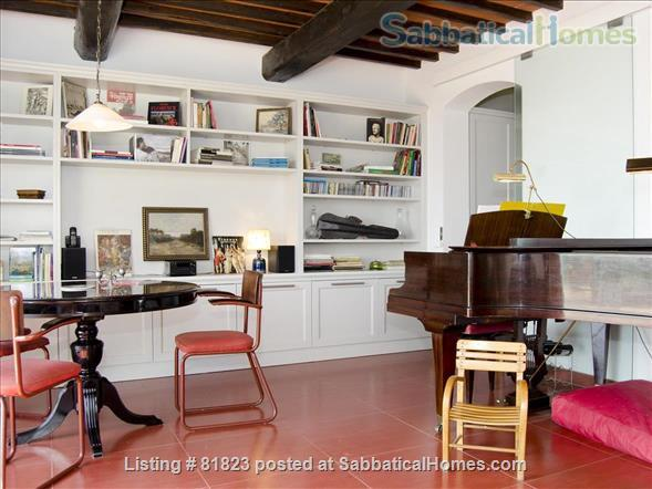 Indepent cool house on a Tuscan hill with splendid views, grand piano and private pool.  Between Florence and Siena. Adapted for sabbaticals by art lovers, musicians, writers, poets, artists.... Home Rental in Lucardo, Toscana, Italy 9
