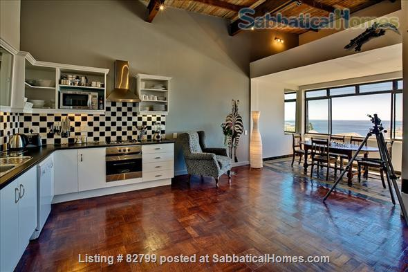 CAPE TOWN : GREAT TWO BEDROOM APARTMENT WITH AMAZING SEA VIEWS Home Rental in Cape Town, WC, South Africa 4