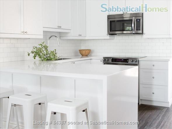 Renovated 3+1 bedroom, 2 bath Executive Townhouse facing a park, walk to U of T, subway. Home Rental in Toronto, Ontario, Canada 2