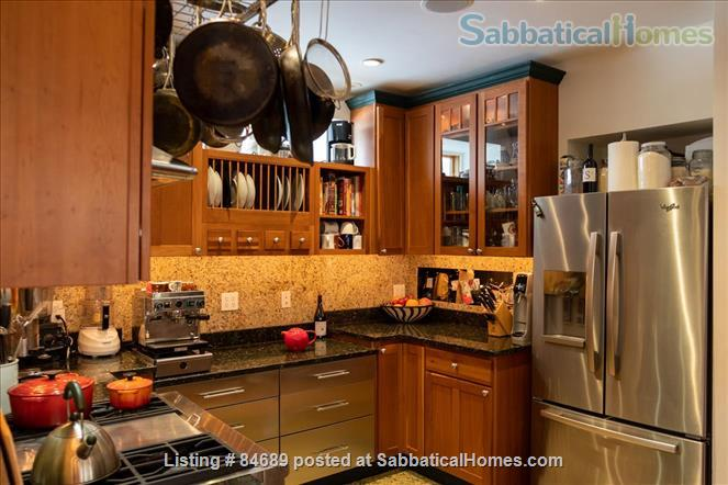 Comfortable and luxurious condo in Porter Square near Harvard, MIT, and Tufts Home Rental in Somerville, Massachusetts, United States 3