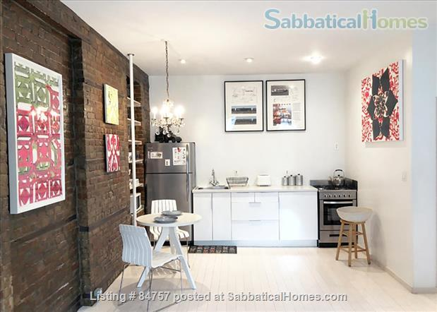Perfect WFH:Stylish Artist Loft/Disinfected, Original Artwork, FAST WiFi Home Rental in Queens County, New York, United States 2