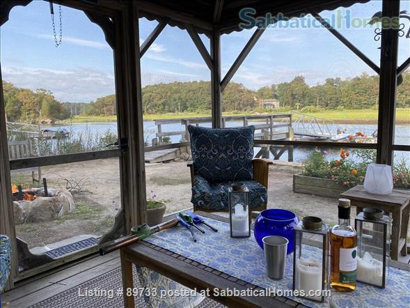 Waterfront Spectacular 3 Bedroom Home With Dock! Minutes to Yale New Haven, SCSU, Quinnipiac Home Rental in East Haven, Connecticut, United States 4