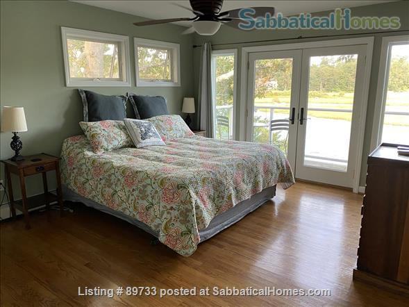 Waterfront Spectacular 3 Bedroom Home With Dock! Minutes to Yale New Haven, SCSU, Quinnipiac Home Rental in East Haven, Connecticut, United States 5
