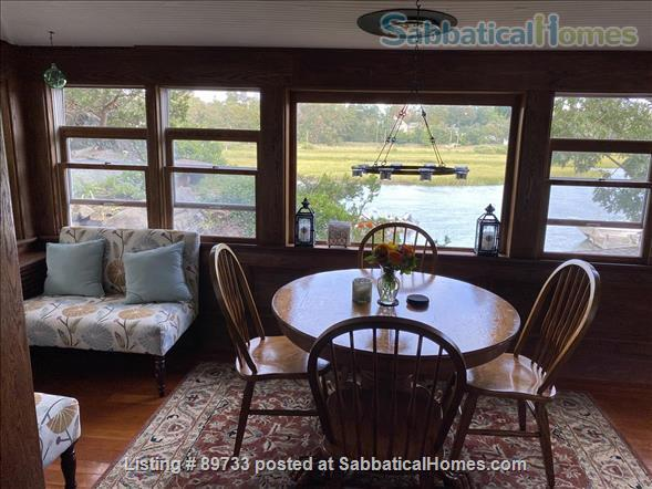 Waterfront Spectacular 3 Bedroom Home With Dock! Minutes to Yale New Haven, SCSU, Quinnipiac Home Rental in East Haven, Connecticut, United States 8