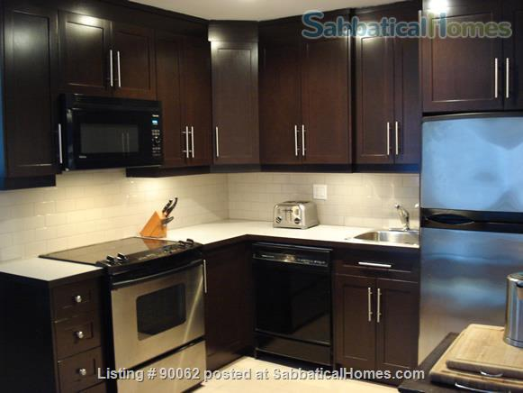 College St & Dovercourt Rd - Renovated 1-bed apartment in fantastic location Home Rental in Toronto, Ontario, Canada 5