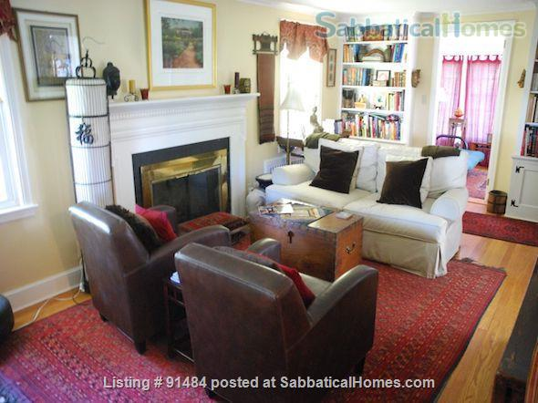 Lovely 3BR/1.5BA home. FURNISHED with UTILITIES. Great location. Home Rental in West Hartford, Connecticut, United States 2