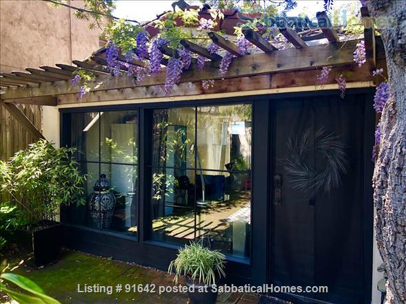 Furnished Writer's Retreat guest house  -    with Private Garden - Walk to UC Berkeley Campus.  Home Rental in Berkeley, California, United States 1