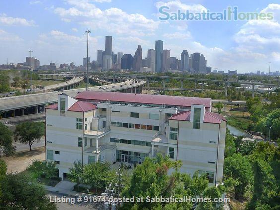 Elegant, modern condo near downtown Houston Home Rental in Houston, Texas, United States 8
