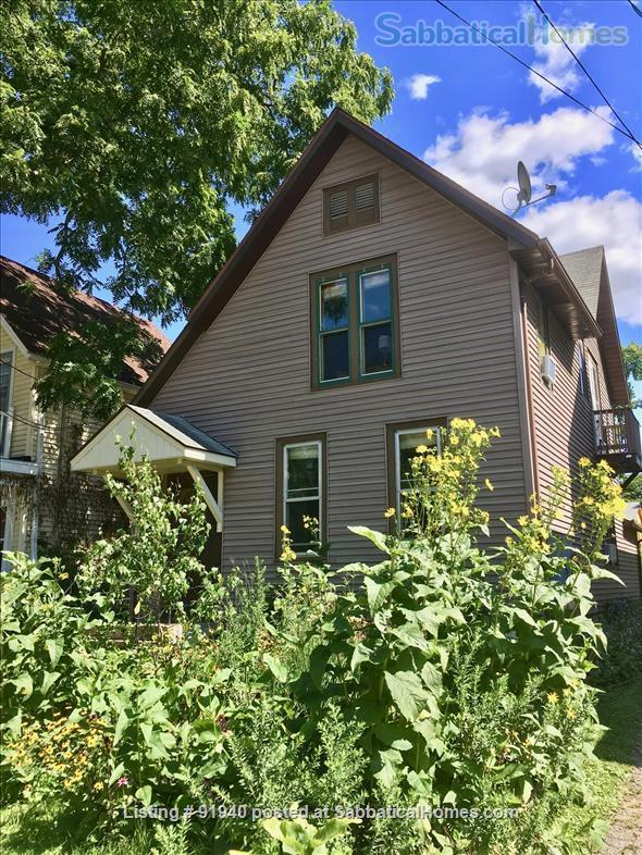 A Classic Apartment on Madison's Isthmus--1.5 mi to UW Campus Home Rental in Madison, Wisconsin, United States 9