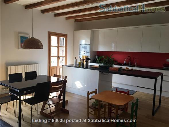 Spacious, bright, and renovated 135m2 3-Bedroom Apartment next to Arc de Triumph, Barcelona, Spain Home Rental in Barcelona, Catalunya, Spain 0