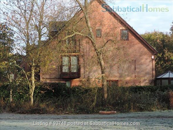 Riverside home in central Oxford with open green views Home Rental in Oxfordshire, England, United Kingdom 2