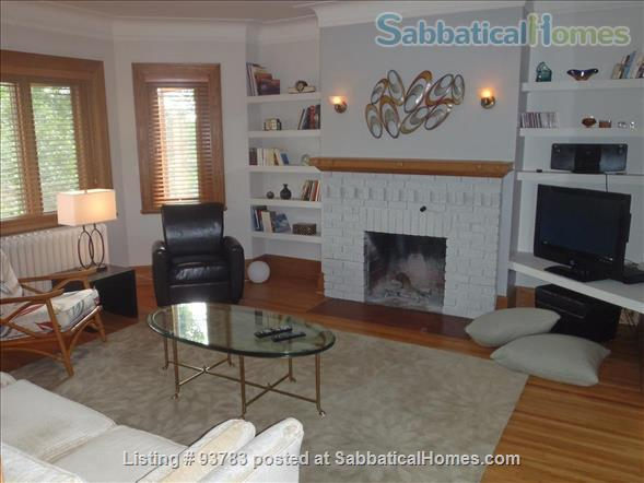 Like home in NDG! Near McGill, Concordia & McGill University Health Centre Home Rental in Montreal, Quebec, Canada 2
