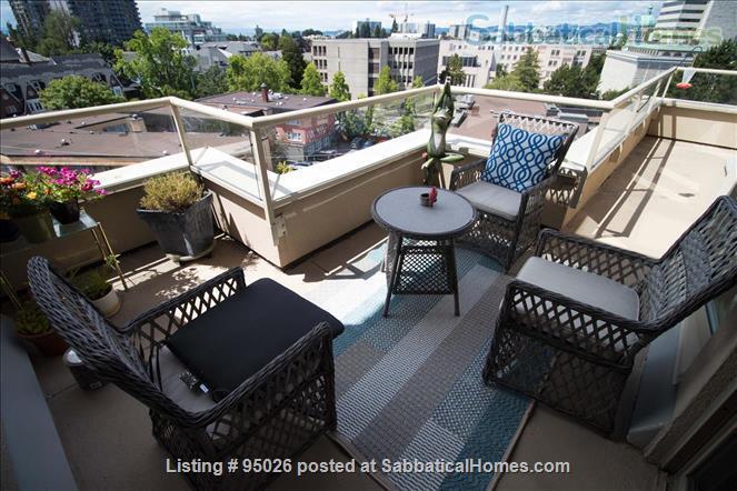 Stunning Sunset Condo Home Rental in Victoria, British Columbia, Canada 1