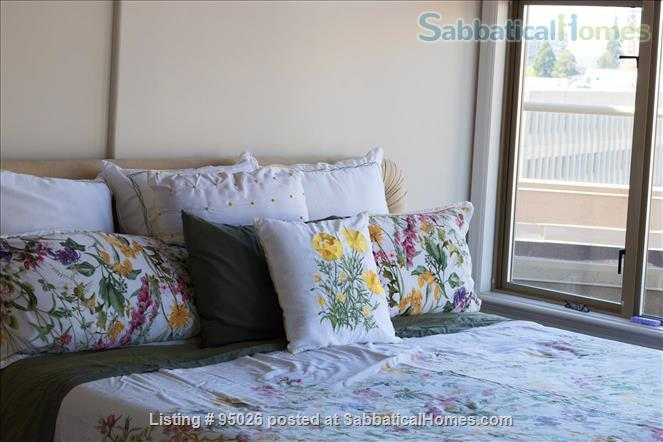 Stunning Sunset Condo Home Rental in Victoria, British Columbia, Canada 4