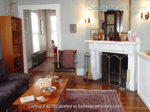 Spacious Townhouse in Newton Corner, 3 bedrooms / 2 bathrooms - Furnished Home Rental in Newton, Massachusetts, United States 1