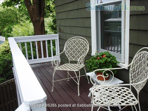 Spacious Townhouse in Newton Corner, 3 bedrooms / 2 bathrooms - Furnished Home Rental in Newton, Massachusetts, United States 2