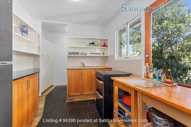 Parkside Apartment Walk  or Bus To  UQ  in Minutes Home Rental in Indooroopilly, Queensland, Australia 3