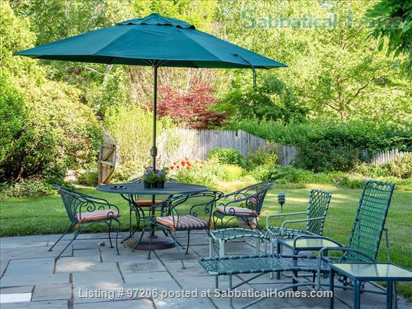 Park-like setting,  Home Office, 4BR/5BA,  nr train and rte 128 to Tufts, BU, MIT or Harvard.  Min. to Gordon, Endicott, Landmark Home Rental in Manchester-by-the-Sea, Massachusetts, United States 2