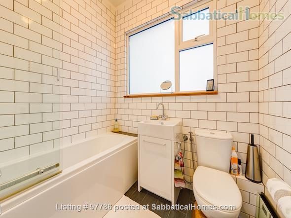 Lovely, spacious 3 bedroom flat in Central London, close to parks Home Exchange in  5