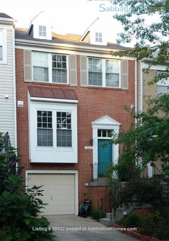 Beautiful 3-Bedroom, 2.5-Baths Furnished Town Home in Greenbelt, MD Home Rental in Greenbelt, Maryland, United States 1