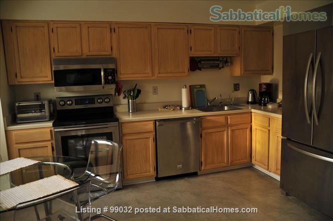 Beautiful 3-Bedroom, 2.5-Baths Furnished Town Home in Greenbelt, MD Home Rental in Greenbelt 4 - thumbnail